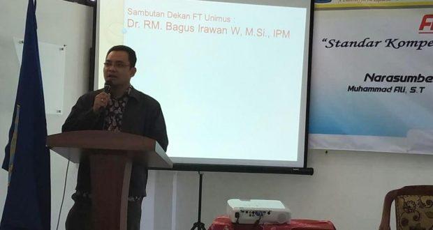 sambutan dekan FT Unimus dalam Kegiatan Alumni Mengajar Teknik elektro Unimus 2019