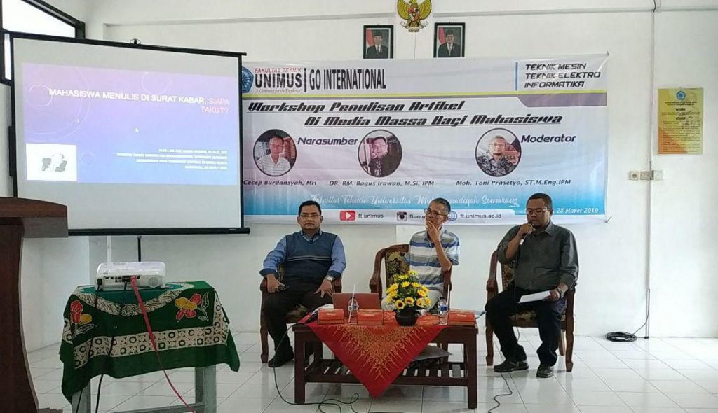 Pembicara Workshop Menulis Artikel di Media Massa, dari kiri Dr.RM.Bagus Irawan, M.Si, IPM selanjutnya bapak Cecep Burdansyah, MH dan Moderator Moh.Toni Prasetyo, S.T, M.Eng, IPM.